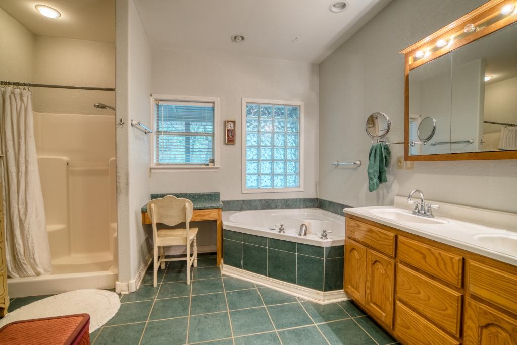 017_Bedroom Suite Bath